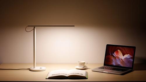 nastolnaya_lampa_xiaomi_mi_led_desk_lamp_foto_6